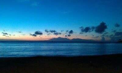 Sebelum matahari terbit dengan latar belakang Gunung Rinjani.