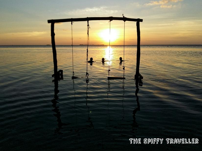 Senja di Pulau Menjangan Kecil